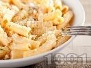 Рецепта Варени макарони с орехи, сметана и сирене ементал и пармезан